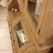 Credenza con alzata a vetrina in legno di teak antico riciclato.Laterale.Arredamento classico contemporaneo Siena e Firenze.