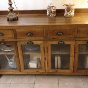 Credenza vetrina in legno di larice antico naturale.Frontale.Arredamento classico contemporaneo Siena e Firenze