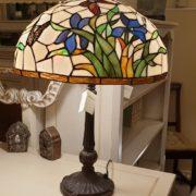 Lampada Tiffany farfalle con base in fusione brunita. Arredamento classico contemporaneo Siena e Firenze