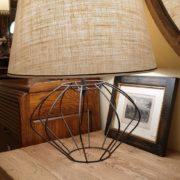Lampada Zucca con base in ferro e paralume tronco di cono.Laterale. Arredamento classico contemporaneo Siena e Firenze