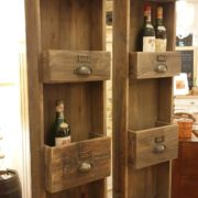Pannello porta bottiglie in legno vecchio a forma di cassettiera. Arredamento classico contemporaneo Siena e Firenze (3)