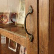 Libreria coloniale antica in legno di teak primi '900.Particolare maniglia.Mobili antichi Siena e Firenze