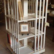 Libreria tavolino comodino laccata a mano. Di lato. Arredamento classico contemporaneo Siena e Firenze.