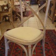 Sedia in olmo spazzolata decapata con seduta imbottita. Mobili country Siena e Firenze