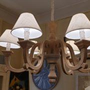 Lampadaraio in legno di larice anticato e leggermente sabbiato.Arredamento classico contemporaneo Siena e Firenze