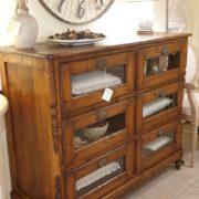 Cassettiera Toscana antica metà '800 in legno di larice massello a sei cassetti a vetro. Laterale. Mobili antichi Siena e Firenze
