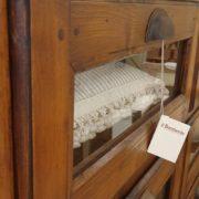 Cassettiera Toscana antica metà '800 in legno di larice massello a sei cassetti a vetro. Particolare cassetto.Mobili antichi Siena e Firenze