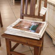 Sedia Mignon primi '800 in legno di olmo utilizzabile come porta riviste. Mobili antichi Siena e Firenze