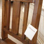 Sedia Mignon primi '800 in legno di olmo utilizzabile come porta riviste. particfolare spalliera.Mobili antichi Siena e Firenze