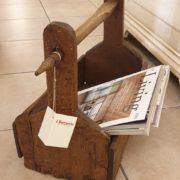 Vecchio filarino primi '800 in legno di castagno utilizzabile come porta riviste. Laterale.Mobili antichi Siena e Firenze
