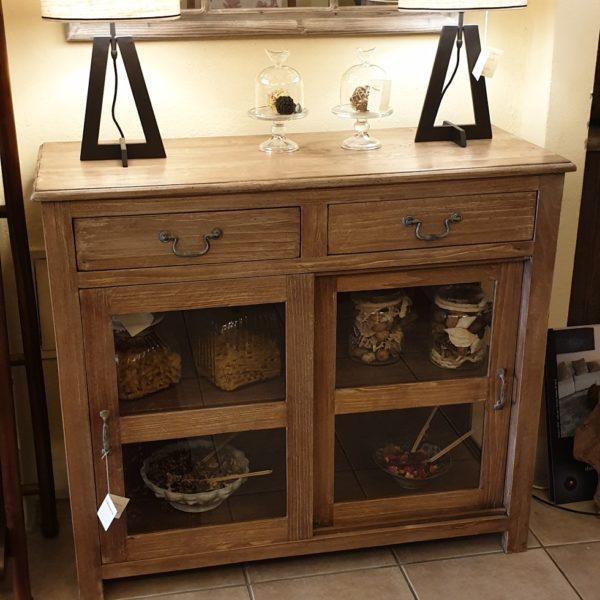 Vetrinetta in legno di tiglio massello anticato decapato con due ante e due cassetti.Mobili country Siena e Firenze
