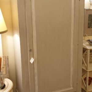 Armadio laccato e decorato a mano ad un'anta ed un cassetto. Arredamento classico contemporaneo Siena e Firenze