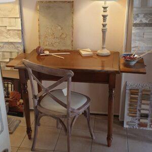 Scrittoio in legno di ciliegio, con 1 cassetto e 2 tiretti laterali e gamba tornita. Arredamento classico contemporaneo Siena e Firenze