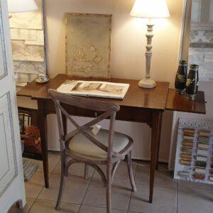 Scrittoio in legno di ciliegio con gamba a spillo e piano intarsiato in bois de rose. Arredamento classico contemporaneo Siena e Frienze