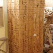 Armadio-stipo-credenza-dispensa in legno di larice vecchio a due ante. Di lato.Arredamento classico contemporaneo Siena e Firenze