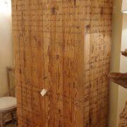 Armadio-stipo-credenza-dispensa in legno di larice vecchio a due ante. Laterale. Arredamento classico contemporaneo Siena e Firenze