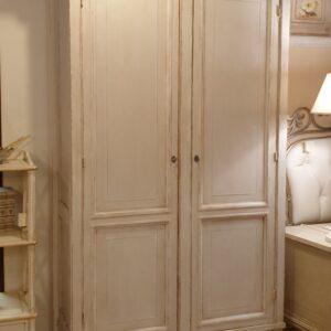 Armadio-stipo-dispensa due ante in legno di ciliegio laccato. Arredamento classico contemporaneo Siena e Firenze.