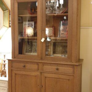 Credenza provenzale metà Ottocento con alzata a vetrina in legno di rovere. Mobili provenzali Siena e Firenze.