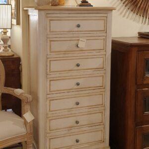 Cassettiera-settimino in legno di tiglio massello laccato. Arredamento classico contemporaneo Siena e Firenze.