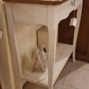 Consolle bicolore (versione noce- bianca) in legno di noce con piano intarsiato. Il fianco. Arredamento classico contemporaneo Siena e Firenze.