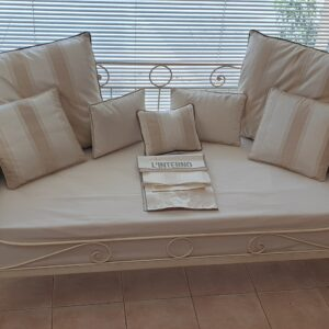 Letto divano in ferro battuto laccato a mano finitura avorio. Arredamento classico contemporaneo Siena e Firenze