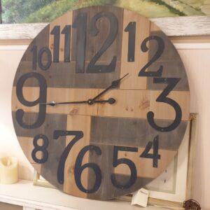 Orologio Industrial in legno di abete con numeri arabi. . Mobili country Siena e Firenze