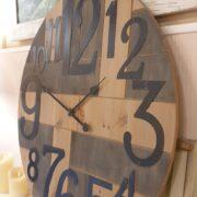 Orologio Industrial in legno di abete con numeri arabi. Di lato. Mobili country Siena e Firenze