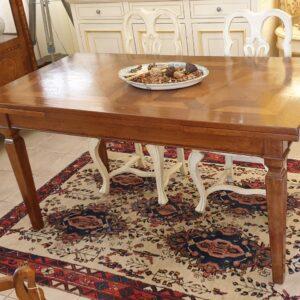 Tavolo rettangolare allungabile in noce nazionale con parquet antico con gamba a spillo Luigi XVI. Arredamento classico contemporaneo Siena e Firenze