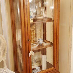 Vetrina Luigi XVI in legno dii noce ad un' anta. Arredamento classico contemporaneo Siena e Firenze.