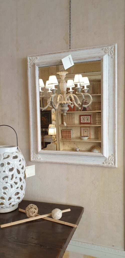 Specchiera rettangolare laccata a mano colore avorio con specchio anticato. Arredamento classico contemporaneo Siena e Firenze