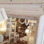 Specchiera rettangolare laccata a mano colore avorio con specchio anticato. Particolare specchio. Arredamento classico contemporaneo Siena e Firenze