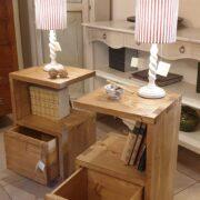 Comodini in legno di abete anticato con 1 cassetto e 1 ripiano. Aperti. Arredamento classico contemporaneo su misura Siena e Firenze