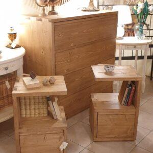 Comodini in legno di abete anticato con 1 cassetto e 1 ripiano. Arredamento classico contemporaneo su misura Siena e Firenze
