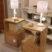 Comodini in legno di abete anticato con 1 cassetto e 1 ripiano. Frontale. Arredamento classico contemporaneo su misura Siena e Firenze