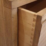Comodini in legno di abete anticato con 1 cassetto e 1 ripiano. Particolare coda di rondine. Arredamento classico contemporaneo su misura Siena e Firenze