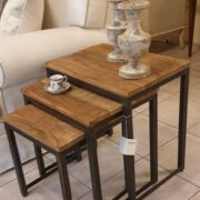 Tavolino Tris Industrial in legno di olmo antico e ferro. Particolare laterale. Arredamento classico contemporaneo Siena e Firenze