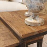 Tavolino Tris Industrial in legno di olmo antico e ferro. Particolare piano in olmo antico. Arredamento classico contemporaneo Siena e Firenze