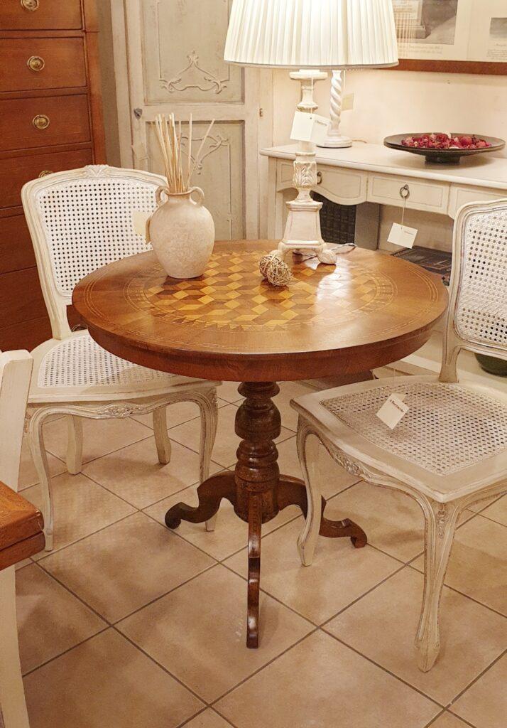 Tavolo a vela in legno di noce intarsiato toscano metà '800. Mobili antichi Siena e Firenze