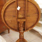 Tavolo a vela in legno di noce intarsiato toscano metà '800. Particolare chiuso. Mobili antichi Siena e Firenze