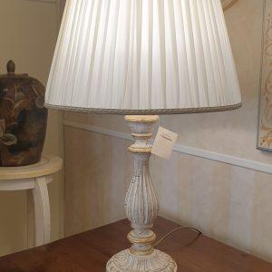 Lampada in legno intagliato con laccatura foglia oro sbiancata. Arredamento classico contemporaneo Siena e Firenze