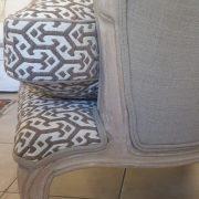 Poltrona Bergère in legno di rovere massello con imbottito in cotone. Particolare. Arredamento classico contemporaneo Siena e Firenze (2)