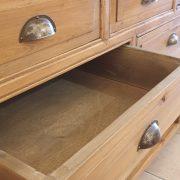 Consolle cassettiera in legno di larice dei primi del '900. Mobili antichi Siena e Firenze (7)