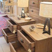 Coppia di comodini in legno di abete antico. Arredamento classico contemporaneo Siena e Firenze (3)