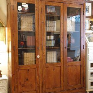 Libreria toscana antica fine '800 in legno di larice a tre ante. Mobili antichi Siena e Firenze