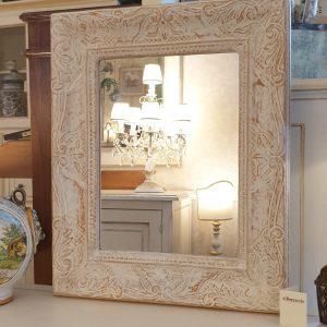 Specchiera intagliata a mano in finitura decapé. Arredamento classico contemporaneo Siena e Firenze .