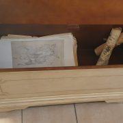 Cassapanca laccata a mano con filetto decorativo. Interno. Arredamento classico contemporaneo Siena e Firenze.