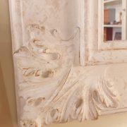 Specchiera in legno rettangolare laccata a mano in colore avorio. Particolare intaglio. Arredamento classico contemporaneo su misura Siena e Firenze