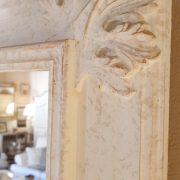 Specchiera in legno rettangolare laccata a mano in colore avorio. Particolare. Arredamento classico contemporaneo su misura Siena e Firenze