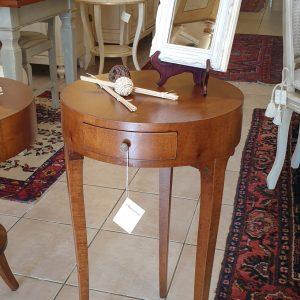 Tavolino tondo in legno di noce con cassetto diametro 41. Arredamento classico contemporaneo Siena e Firenze.